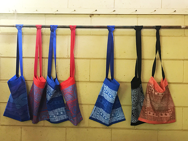 Shoulder bags handmade by Tiwi Islanders