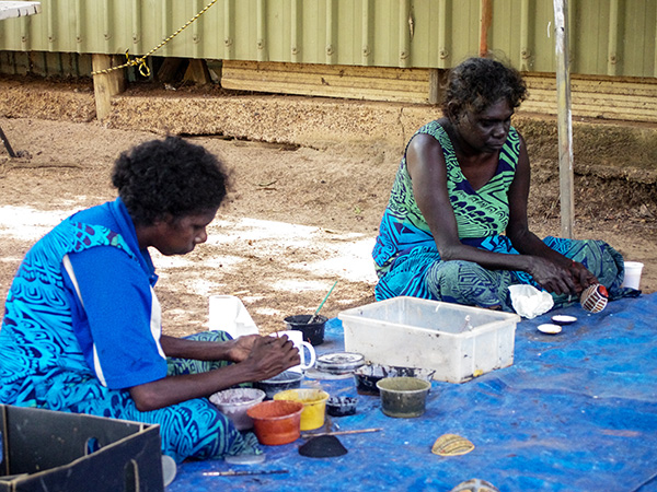 Tiwi Artists handpainting shells